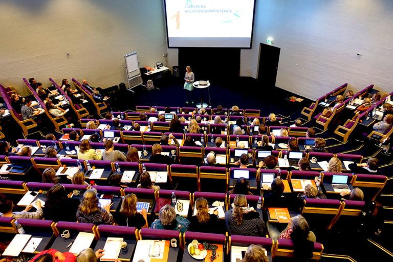 Publikum til Louise Klinges oplæg Frontread konference 2017